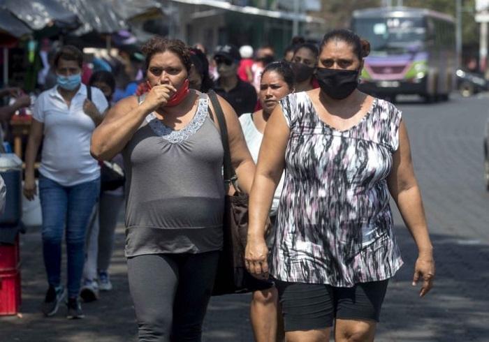 El COVID-19 espanta a comerciantes y clientes de los mercados en Nicaragua
